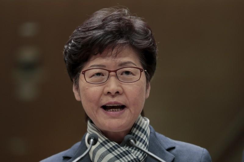 香港局勢急劇動盪,特首林鄭月娥昨晚10時左右急召多名政府高層官員到禮賓府舉行會議,外界傳聞可能會頒布宵禁或戒嚴平亂,也可能取消11月24日的區議會選舉。(美聯社)