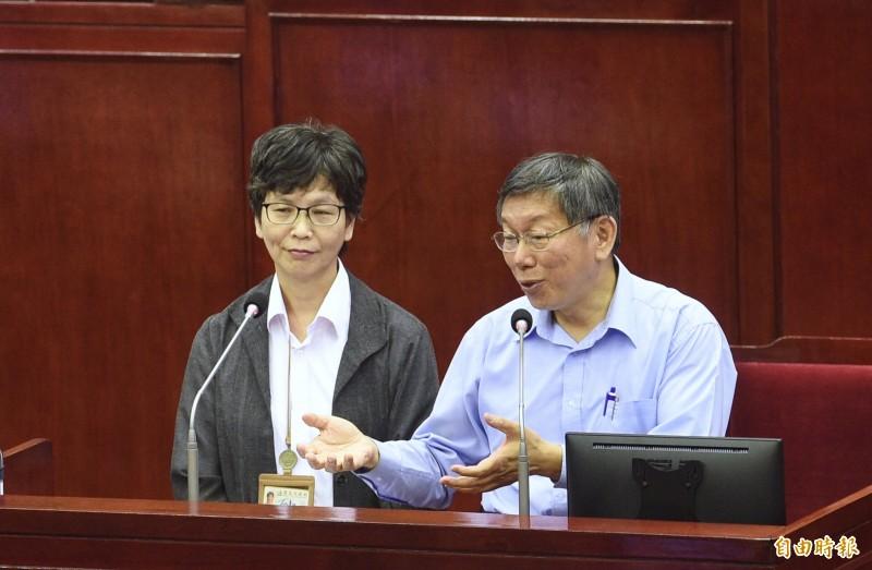 台北市政府顧問蔡壁如(左)、副發言人黃瀞瑩、勞動局長賴香伶傳都名列台灣民眾黨不分區立委名單,蔡壁如說,等12月5日中央選舉委員會審定她們的資格,就一起辭職。(資料照)