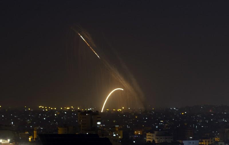 以色列、巴基斯坦連2日爆發武裝衝突。圖為巴基斯坦向以色列發射火箭。(美聯社)