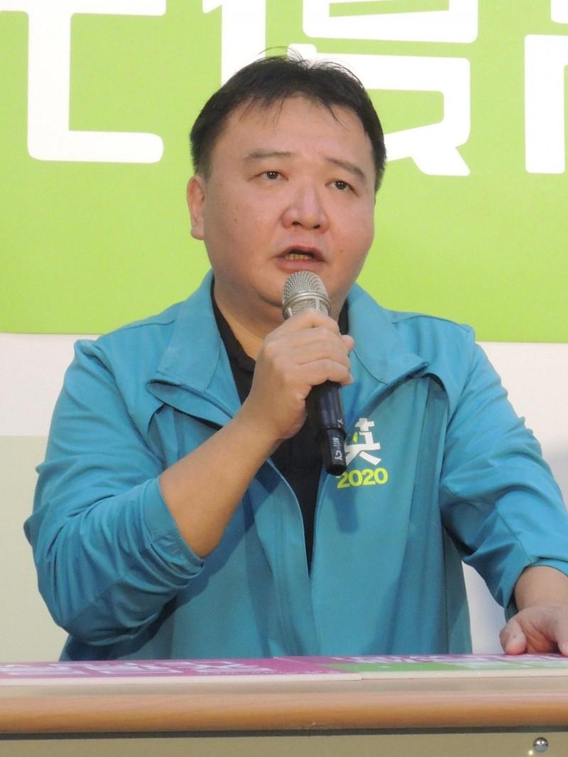 前高市代理市長許立明,重砲抨擊韓國瑜草包可以原諒、貪婪無法接受。(記者王榮祥攝)