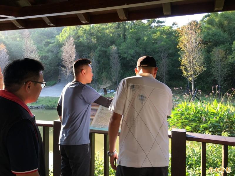 新竹市青青草原新景點完工,包括生態池和水管景點及親子遊樂區等,已吸引大批民眾前往,市長林智堅也前往體驗,邀請民眾到青青草原來感受新景點樂趣。(記者洪美秀攝)