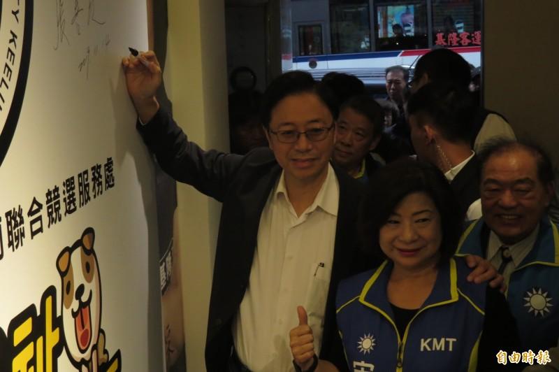 總統韓國瑜、立委宋瑋莉聯合競選服務處將於11月17日上午10點舉辦聯合競選服務處成立大會;主辦單位說,屆時將有神秘嘉賓,肯定會讓藍軍支持者眼睛一亮。(記者俞肇福攝)