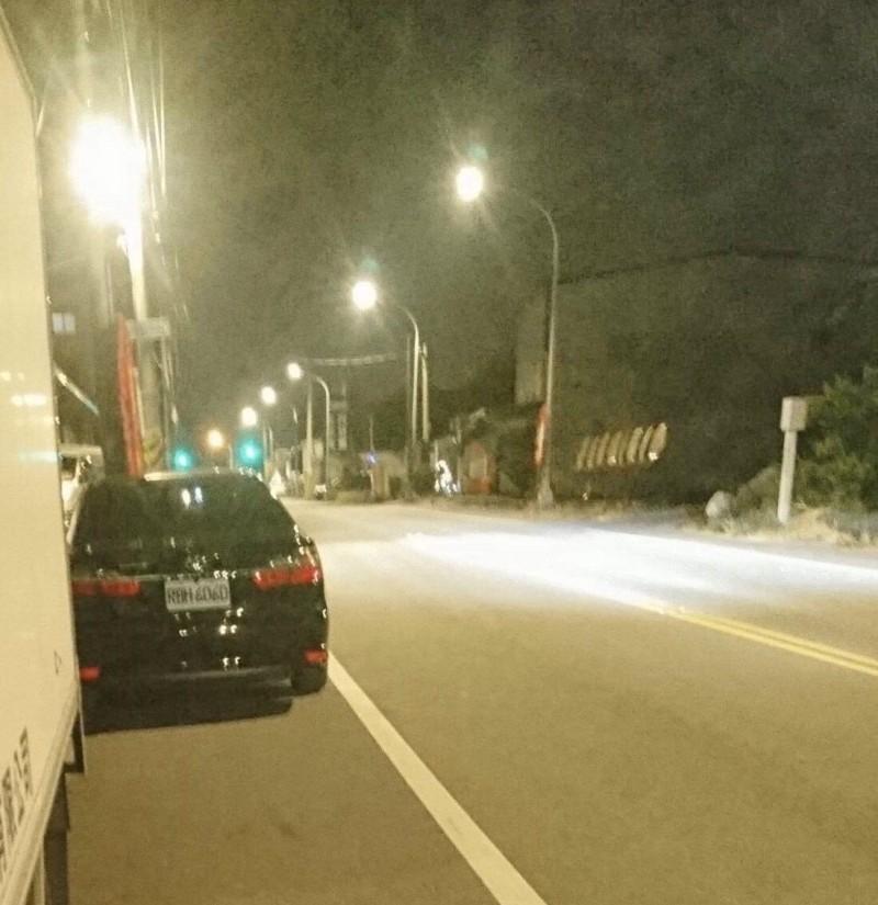 台中市副市長楊瓊瓔的公務車被民眾檢舉逆向違停。(民眾提供)