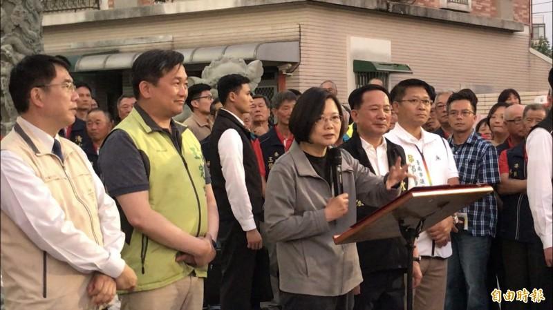 總統蔡英文提到,沙崙綠能科學城對台灣未來產業發展相當重要,希望鄉親能再給她4年,讓科學城順利成功。(記者萬于甄攝)