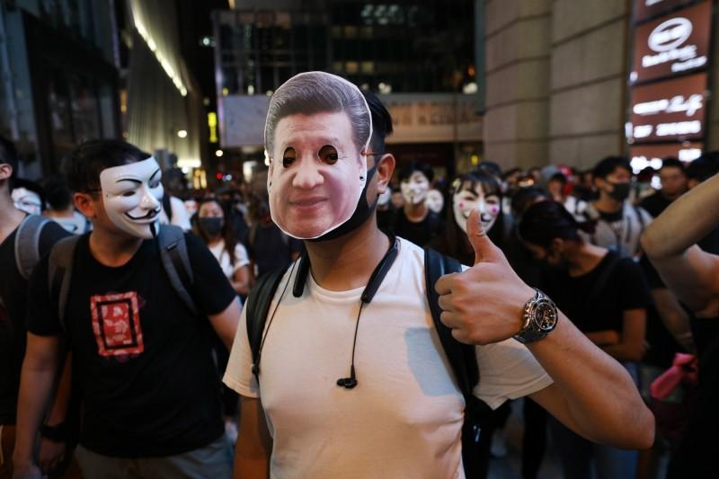 美國美中經濟與安全審查委員會(USCC)主席表示,香港讓台灣知道一國兩制不是選項。(歐新社)