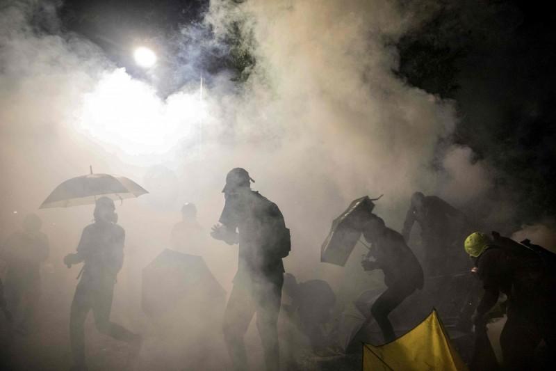 民間團體統計警方提供數字,指出香港示威5個月來,警方已施放至少9362枚催淚彈。(法新社)