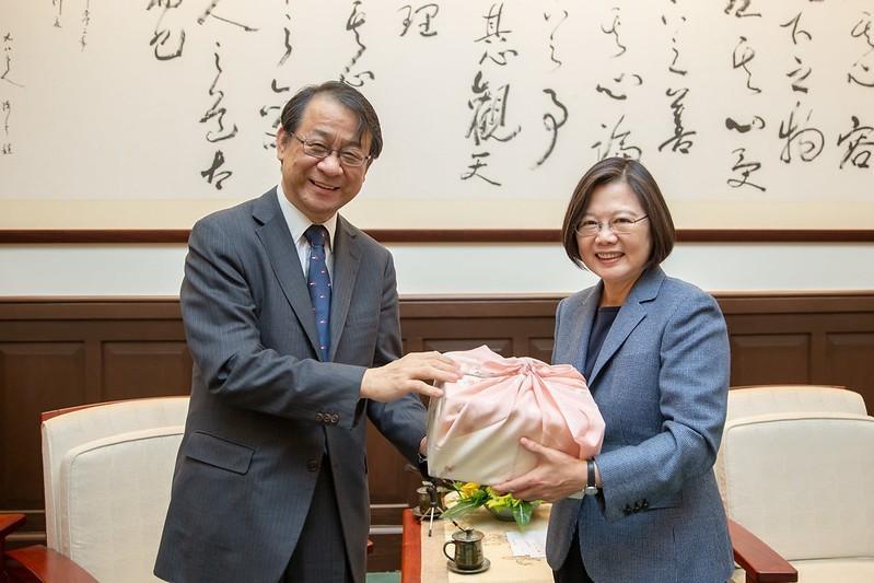 蔡英文總統歡迎「日本台灣交流協會台北事務所」新任代表泉裕泰來台抵任。(總統府提供)