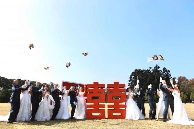 陸軍聯合婚禮。(取自陸軍臉書)