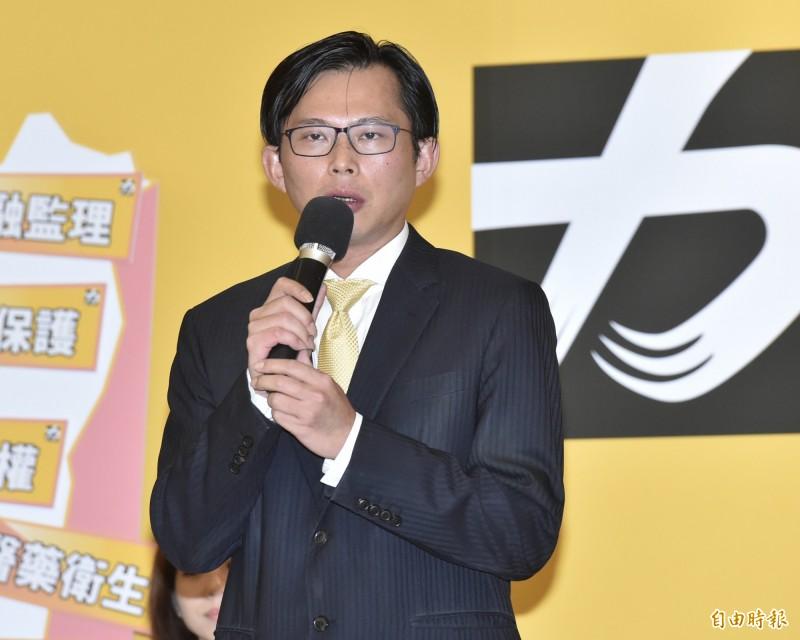 時代力量立委黃國昌昨夜「夜宿」立院遞案變更議程,今日院會全遭否決,讓他在臉書上發文痛批。(資料照)