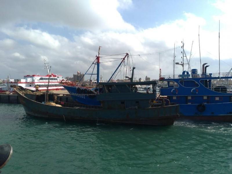 中國無船名漁船繳納罰金後,立即驅離出境。(澎湖海巡隊提供)