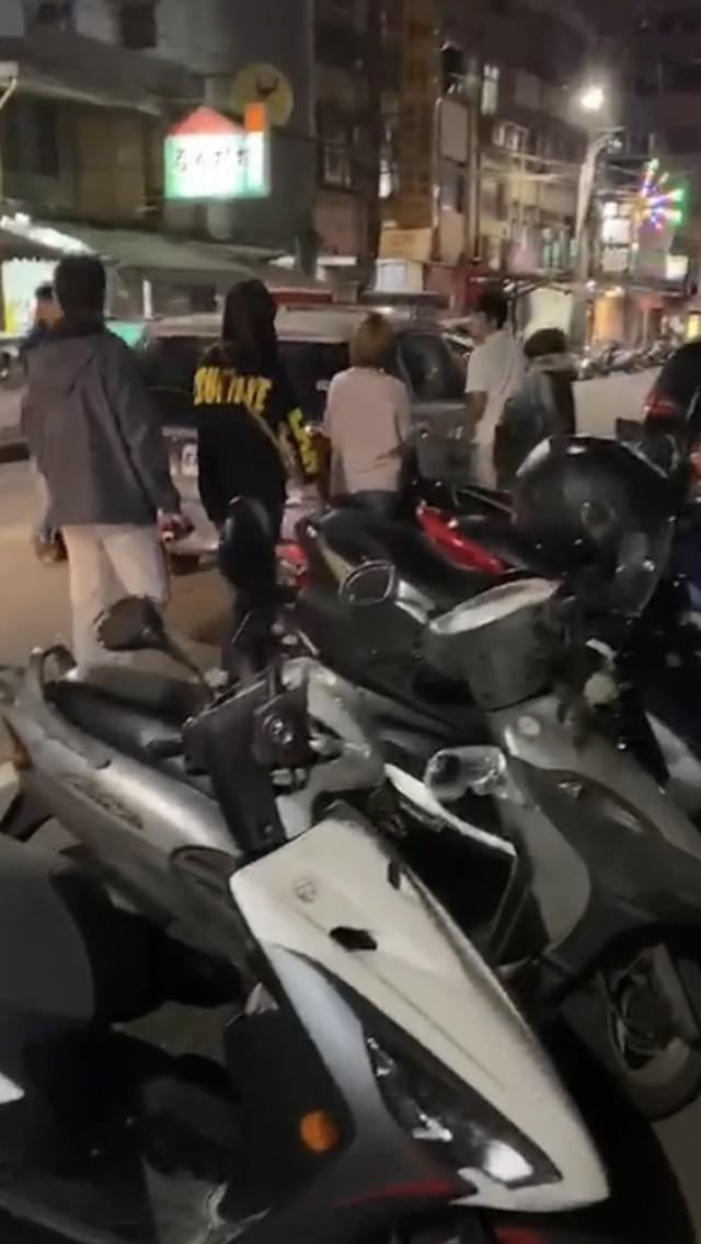 基隆市鐵路街艷名遠播,警方昨晚找來警專剛畢業「生面孔」喬裝嫖客,罕見一晚破獲2間私娼寮,帶回7名賣淫女。(記者林嘉東翻攝)