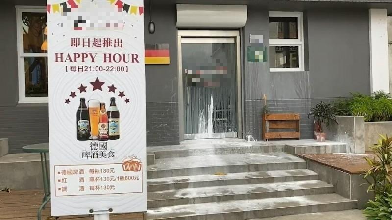 台東市1家新開德國餐廳遭不明人士潑漆。(記者陳賢義翻攝)☆飲酒過量  有害健康  禁止酒駕☆