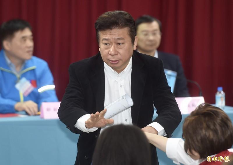 前陸委會副主委張顯耀因為不同意票數超過門檻95,被刷出國民黨不分區名單。(記者簡榮豐攝)