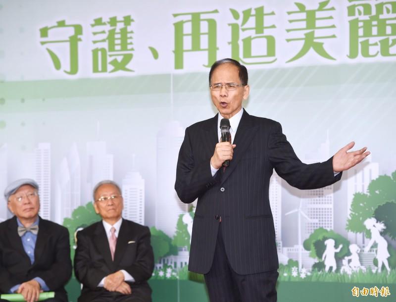 前行政院長游錫堃今出席財團法人台灣亞太發展基金會舉辦的「守護、再造美麗台灣論壇」時表示,他想沒有什麼卡誰的問題,民主政治大家意見都可以充分表達,他不覺得有卡來卡去情況。(記者方賓照攝)