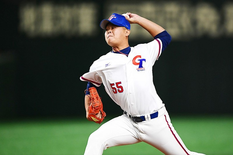 Taiwan's Wang Tsung-hao pitches in their Premier 12 super round game against Australia at the Tokyo Dome yesterday.  Photo: AFP