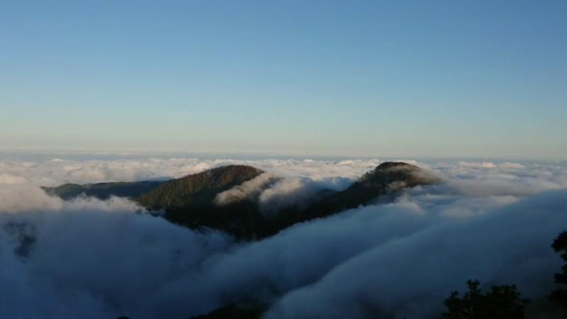 雲瀑有高低落差。(圖由黃清漢提供)