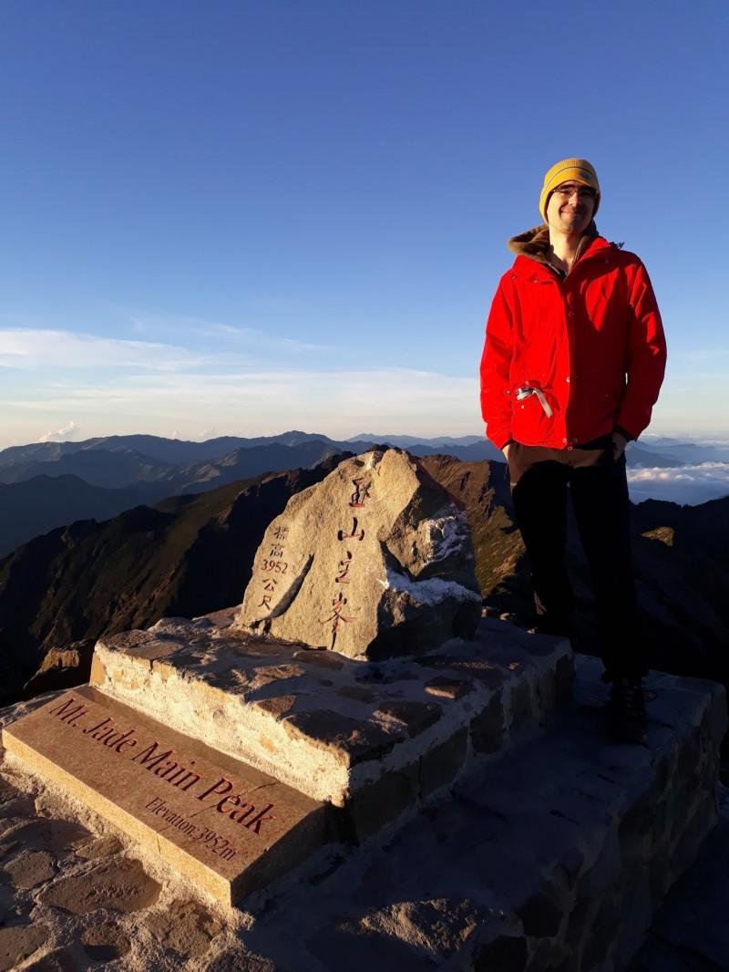 方德良熱愛台灣,還曾攀上玉山主峰。(記者王冠仁翻攝)