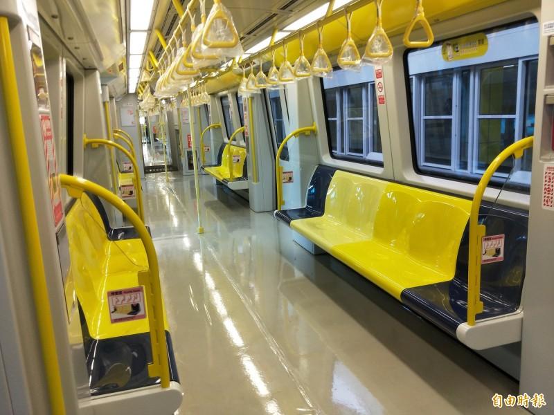 新北捷運環狀線車廂。(記者何玉華攝)