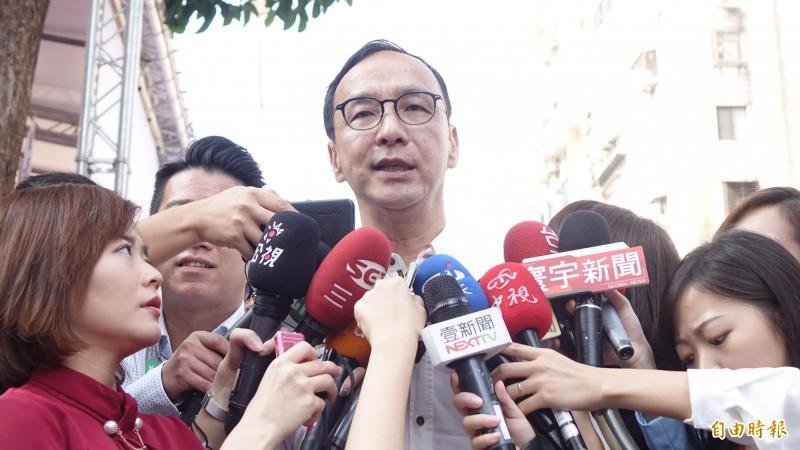 前新北市長今(17日)透露對於這份不分區名單,「我所有朋友都罵聲連連、幹聲連連」。(記者叢昌瑾攝)