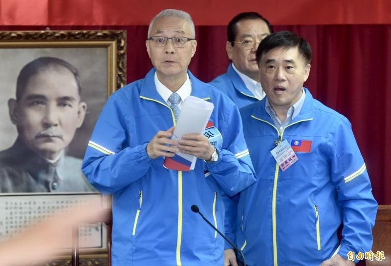 國民黨副主席郝龍斌(右)認為,「吳主席退出不分區名單,才是挽救國民黨困境根本之道」。(資料照)
