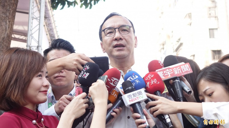 朱立倫出席立委蔣萬安競選總部成立大會,並接受媒體訪問。(記者叢昌瑾攝)