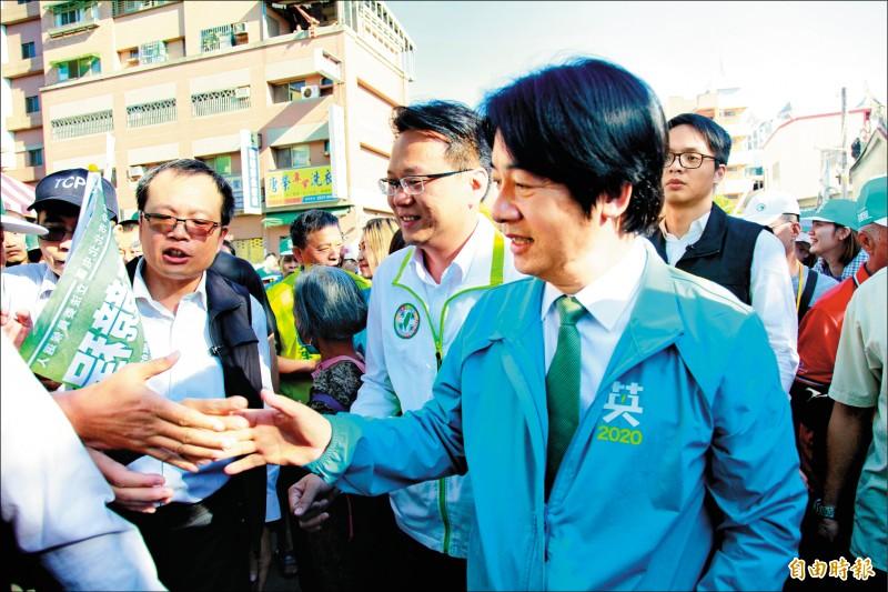 賴清德陪同台中市立委參選人莊競程進楊,受到民眾熱情支持。(記者蔡淑媛攝)