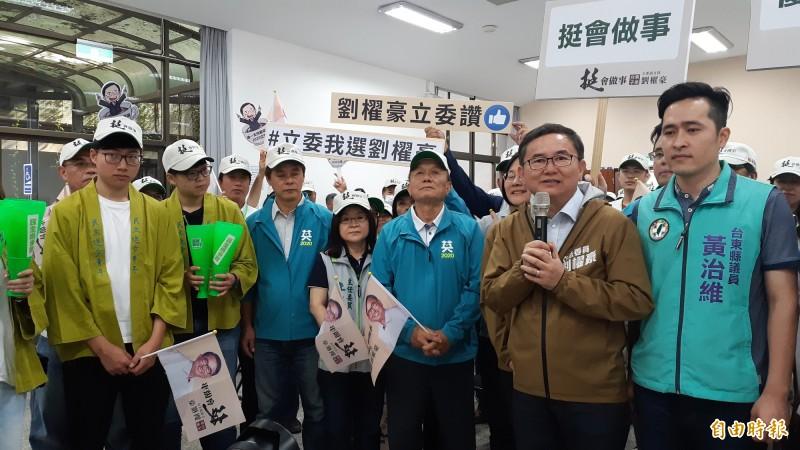 立委劉櫂豪今天完成競選連任後選登記。(記者黃明堂攝)