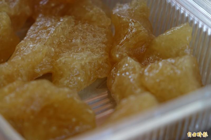 鹿港龍山寺「肉包阿伯」夏天賣涼粽,如今已成回憶。(檔案照,記者劉曉欣攝)