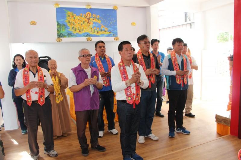 地藏威靈廟今天重新揭幕,台東市長張國洲(中)主祭。(記者黃明堂翻攝)