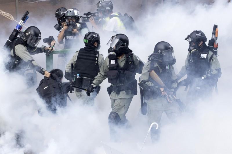 香港警察隊員佐級協會前主席陳祖光呼籲,香港警方應授權一線警察使用步槍。(美聯社)