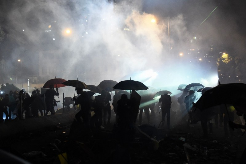香港反送中5個多月,香港如戰場。圖為2019.11.17香港街頭。(法新社)
