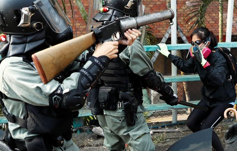 陳祖光稱,香港一線警員與示威者的武力不相等,警方應授權警察使用火力更大的武器,保護安全。(路透)