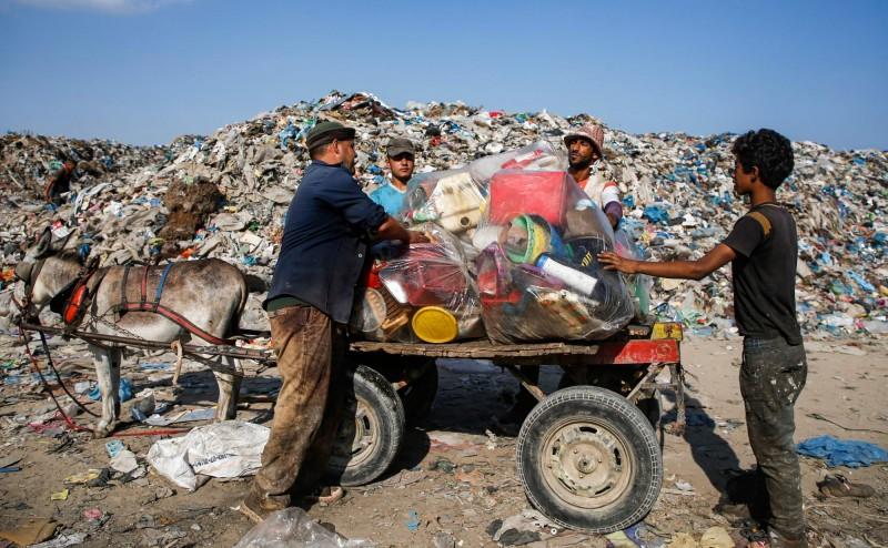 墨西哥科亞卡柯正式廢止「驢車」收垃圾。(法新社)
