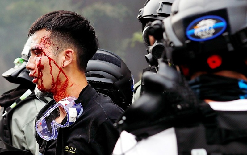 Police detain a protester who attempt to leave the Hong Kong Polytechnic University yesterday. Photo: Reuters