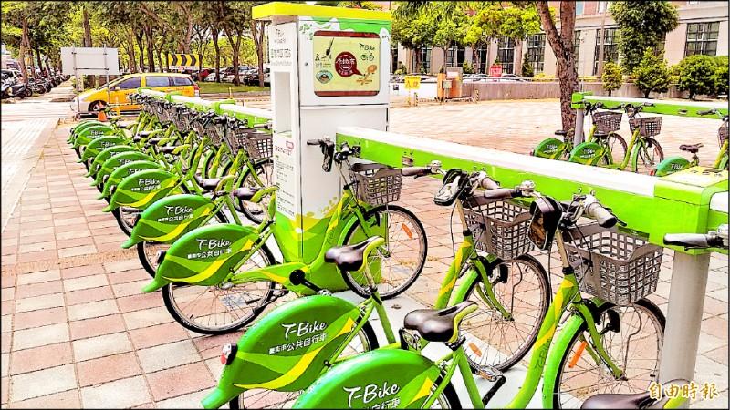 議員陳秋萍建議市府T-Bike應思考擴大設置於火車站、公車站及轉運站,提升整體效益。(記者蔡文居攝)