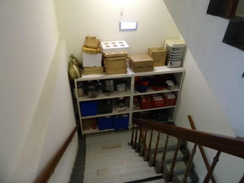 樓梯間堆放雜物。(圖由消保處提供)