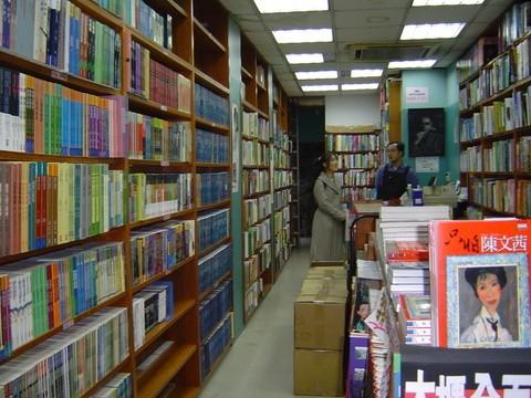 賴阿勝對文學、哲學思想、地方文化等書籍有濃厚興趣,創辦桂冠出版社陸續出版近六千本書,對台灣社會思想有巨大貢獻。(記者鄭名翔翻攝)