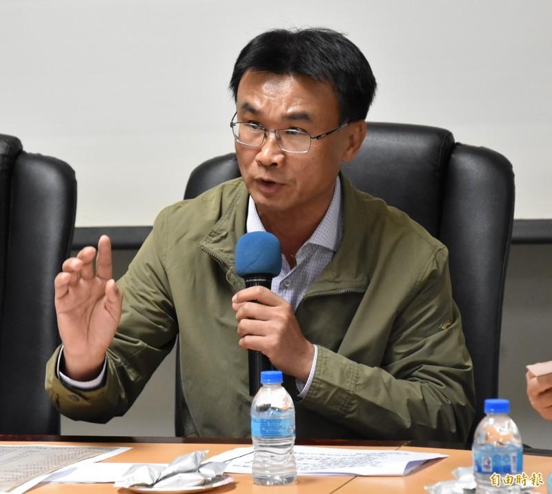 農委會主委陳吉仲今天到雲林宣布啟動花生收購,每台斤40元。(記者黃淑莉攝)