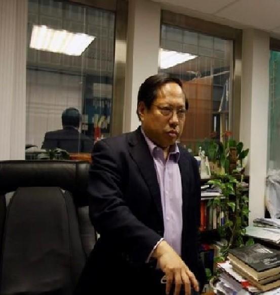 香港民主黨前主席何俊仁遭不明人士襲擊受傷。(路透檔案照)