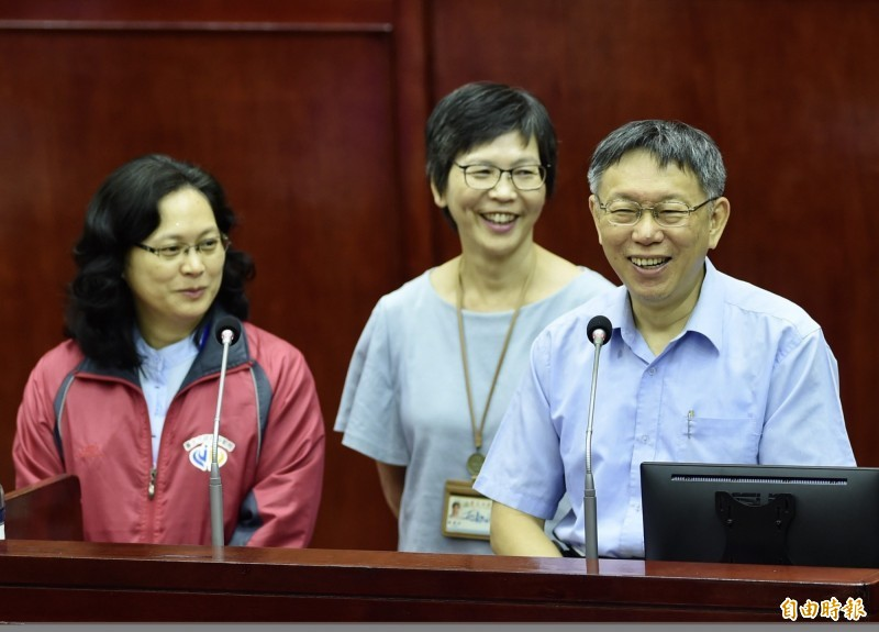 民眾黨不分區由賴香伶(左)打頭陣。(資料照)