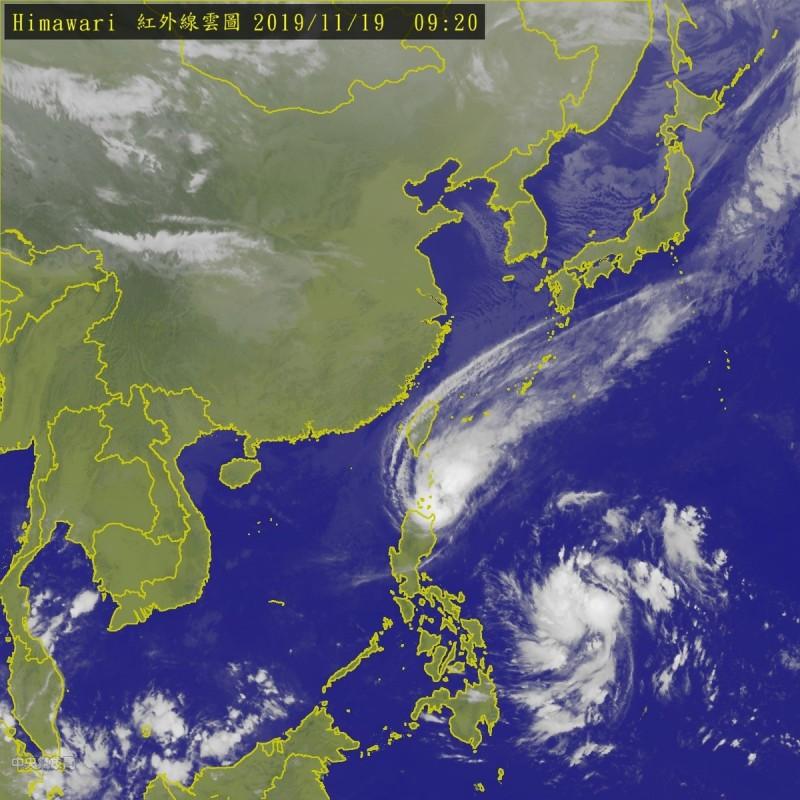台灣南方熱帶擾動仍活躍,「海鷗」颱風位於巴士海峽,而在菲東海面熱低有機會增強為第27號颱風「鳳凰」。(圖擷自中央氣象局)
