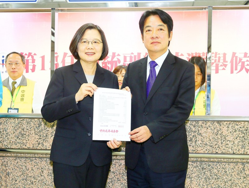 President Tsai Ing-wen, left, and former premier William Lai, who is Tsai's running mate, hold their registration for the Jan. 11 presidential election at the Central Election Commission in Taipei yesterday.  Photo: CNA