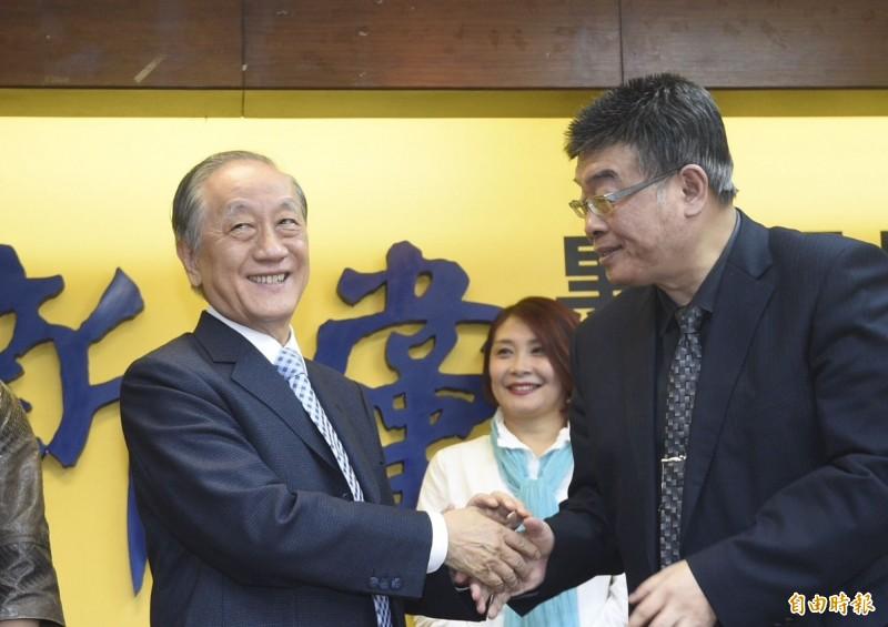 外傳前立委邱毅(右)可能列入新黨不分區立委名單第一位。(資料照)
