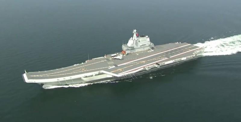 中國自製航艦(見圖)昨通過台海,中國外交部、國防部都發出聲明。(圖取自中國人民海軍微博)