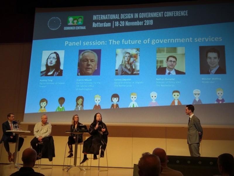 行政院政務委員唐鳳在荷蘭發表演說,宣傳台灣社會創新等軟實力。(圖取自唐鳳臉書)