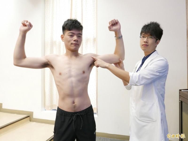 醫師楊潤提醒,做重訓造成疼痛,常見肩背、大小腿生成激痛點造成疼痛,提醒應適量運動並做好熱身和舒緩運動改善。(記者蔡淑媛攝)