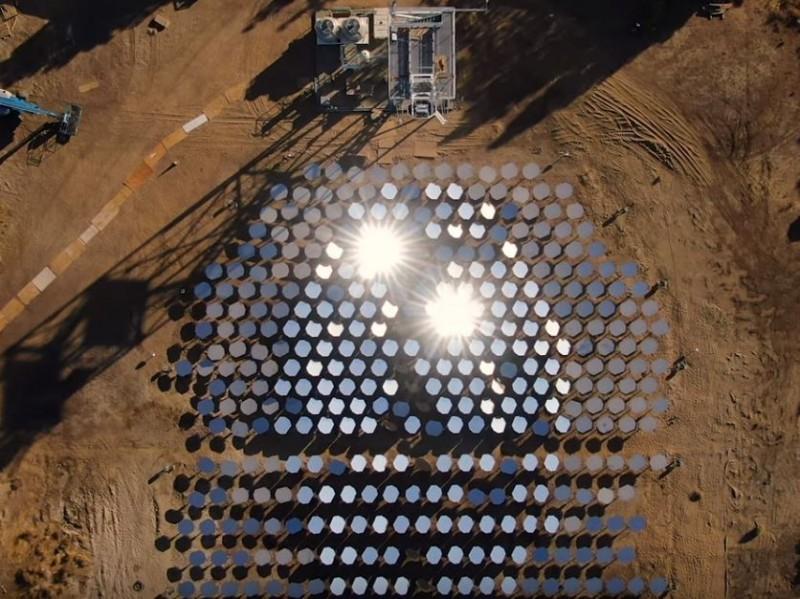 潔淨能源公司Heliogen近日發表重大研究,他們新創的太陽能科技能產生如同太陽表面四分之一溫度的高溫。(圖擷自Heliogen Inc YouTube)