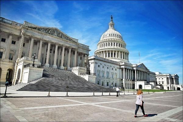 美參議院無異議通過《香港人權民主法案》。(法新社)
