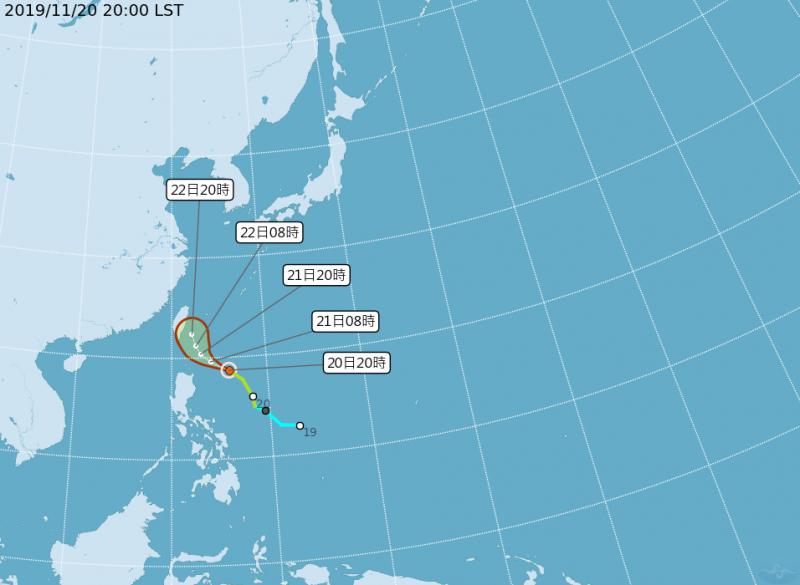 氣象局表示,鳳凰颱風正朝台灣東南方海面逼近。(圖取自中央氣象局)