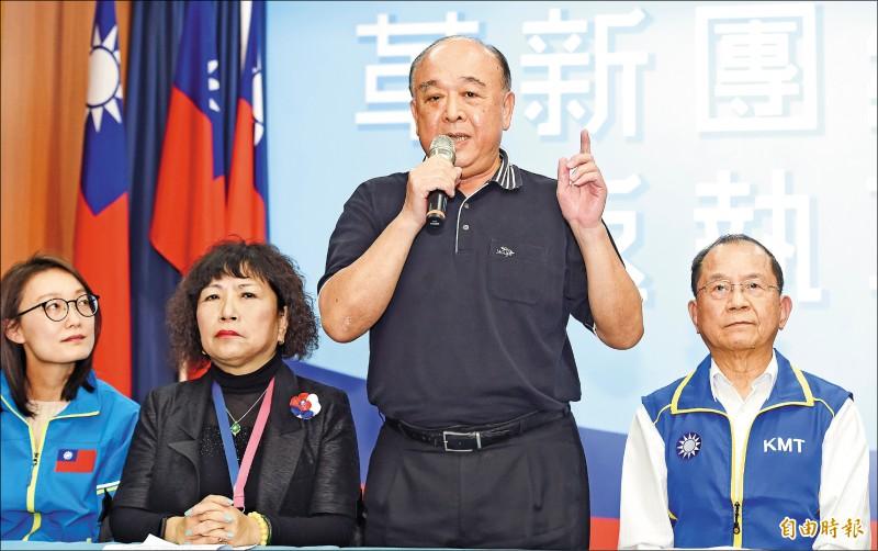 國民黨昨天召開不分區立委聯合記者會,備受爭議的葉毓蘭(左二)、吳斯懷(右二)在會中向外界澄清。(記者廖振輝攝)